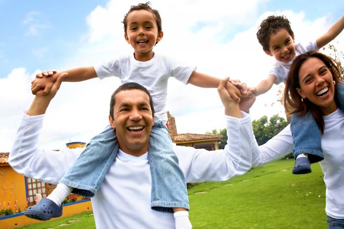 L'assertivité et la communication assertive peuvent vous aider aussi à gérer la famille, les amis et les collègues plus facilement, en réduisant le drame et la tension.